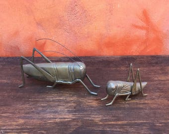 Pair Vintage Brass Grasshoppers. Mid Century Modern Brass grasshoppers. Retro modern grasshopper sculptures. 1960s 1970s desk shelf display.