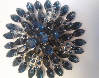 Stunning midnight blue starburst flowered brooch               #45