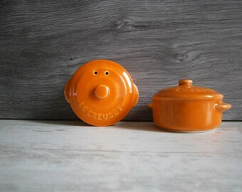 vintage french salt and pepper shakers le creuset//color orange//kitchenware//french kitchen home//home decor