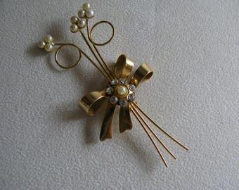 GOLD BROOCH - PIN/Faux Pearls/White Rhinestone Pin/Goldtone Jewelry/Costume Jewelry/ Fashion Jewelry/Goldtone Pins/Gold Flower Pin/Brooches