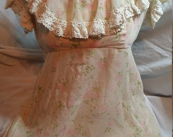 Prairie dress. Sundress. Baby doll dress. Short dress. Easter dress. Spring dress. Ladies dress. Summer dress. Vintage dress. Lace dress.