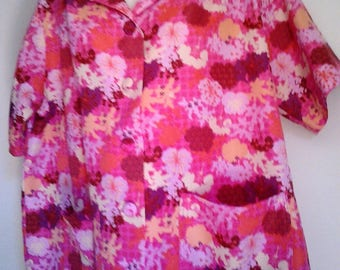 Retro Vintage Ladies Pink Floral Short Sleeved Blouse with Pockets - 1960's - Size 12/14