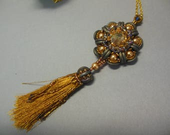 Pendant with tassel, pearls and central Swarovski