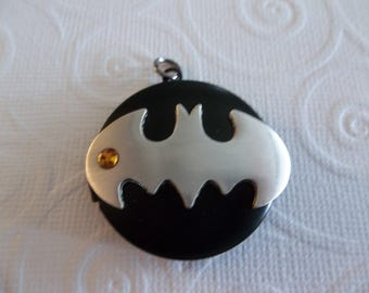 Batman Locket - D.C. Comics Originals - Black with Silver Bat Wings & Topaz Rhinestone - Batman Logo Gold Batwings on Inside Cover - Qty 1
