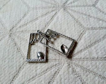 2 charms frames cats in silver color for earrings