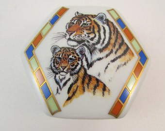 Vintage Lynn Chase Tiger Raj Porcelain Trinket Box Tigers on Lid 1984 Signed