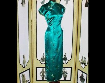 Vintage 1960's Emerald Green Satin Cheongsam in Elegant Full Length. EXQUISITE. Small.