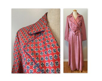 Vintage 50s Dressing Gown S Red Rayon Novelty Print Lounging Robe