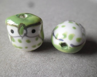 x 2 white/light green owls 18 ceramic beads x 15 x 13 mm