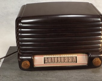 vintage radio General Electric model 107 looks great and sounds great