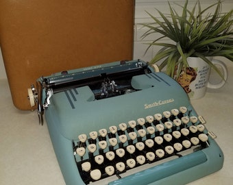 Fantastic 1950s Mid Century Smith Corona Silent Super Vintage Typewriter Robin's Egg Blue