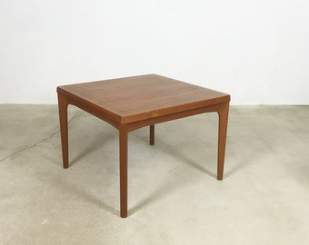 Minimalistic 60s Danish Side Table Tisch | Teak Henning Kjaernulf | VELJE  Mobelfabrik, Denmark |