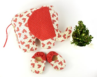 Valentines Photo Props Baby Crib Shoes and Matching Elephant