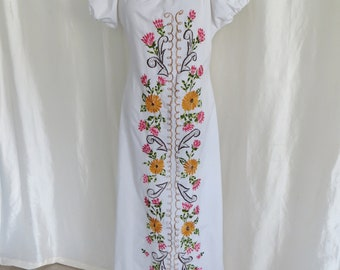 Vintage womens white summer maxi dress, floral embroidery, wedding dress, Mexican Spanish style,  off shoulder, size M L XL