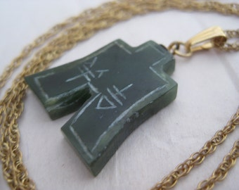 Asian Green Stone Gold Necklace Etched Vintage Pendant