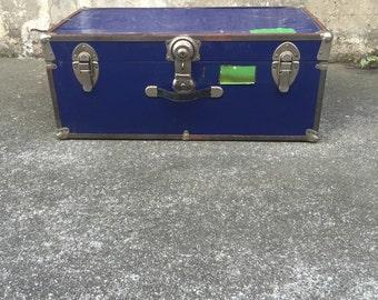 Vintage suit case trunk, storage trunk, rustic meatl suit case, rustic home decor trunk, storage suit case trunk
