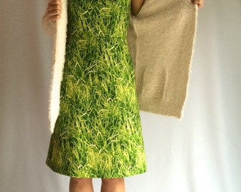 Handmade Dress Marvellous Green: Amazing classic dress with grass print. The model is based on a classic Jackie kennedy dress