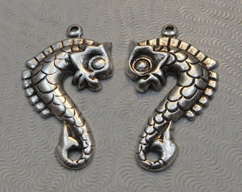 LuxeOrnaments Antique Silver Plated Brass Stamping Sea Horse Pendant (2 pcs) 29x16mm F-9031-S