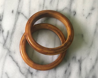 2 BAKELITE Step Carved Saturn Bangle Bracelets Marbled Peanut Butter 40s Vintage