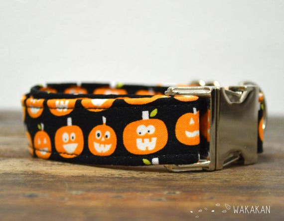 Trick or Treat dog collar. Adjustable and handmade with 100% cotton fabric. Pumpkin eyes glow in the dark. Wakakan