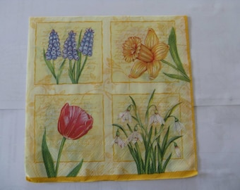 set of 2 different flowers paper napkins