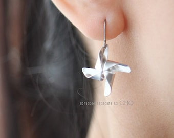 Pinwheel Playtime TITANIUM hook earrings in gold or silver finish