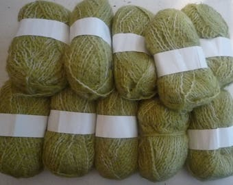10 balls of wool-blend Heather Green light/white