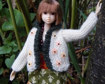 Hand knitting MOMOKO cream cardigan with dark green collar by Jing's Crafts