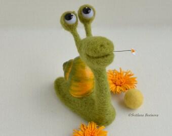 Needle felted figure snail, Gifts snail lovers, Funny sculpture snail, Collectible art animal figurine, Cute snail, Romantic felt snail,