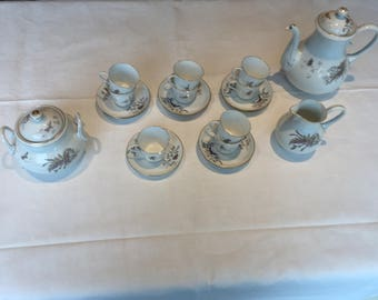 Porcelain moccaset, Floral and butterfly motif
