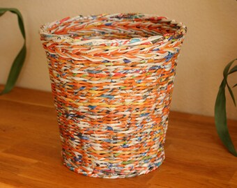 Original paper basket made of newsprint