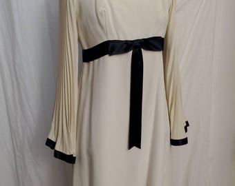 Vintage 1970s Ivory Crepe Empire Mini Dress with Fabulous Angel Sleeves Size 8