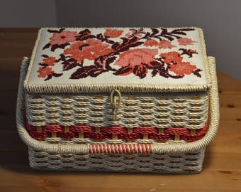 Vintage pink & purple embrodered flower lid Singer sewing box/basket.