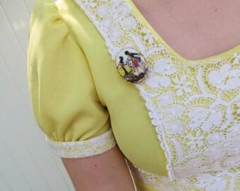 1960s white porcelain brooch/ 1960s romantic scene oval pin/ vintage brooch