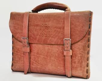 Cartable livre sac boucle cartable en cuir vintage des années 70 structuré étui ceinture main usinée Attache grand brun rustique Mens Womens unisexe