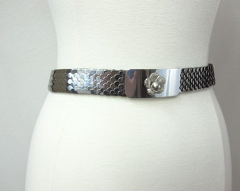 Fabulous Vintage Boho Vintage Glamour Silver Fish Scales Metal Stretch Waist Belt with Silver Flower on Front Buckle Clasp