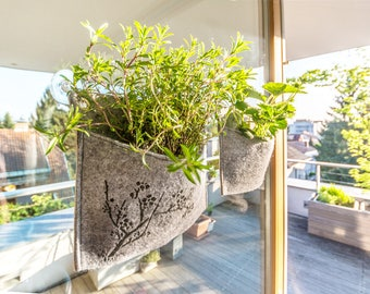 Window planter / 2 SUCTION CUPS INCLUDED / Wall planter / Vertical garden / Planter / Mini planter for windows / Various designs on felt