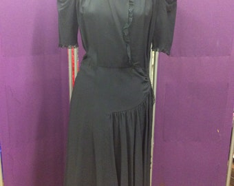 1940s Crepe Dress; Rouching is the key to happiness