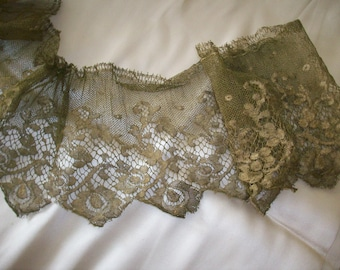 Metallic gold lace 1920s authentic 43 inches long