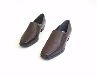 Vintage Womens 7.5 Mootsies Tootsies Classic 90s Style Heeled Oxfords Leather Loafers Brown Slip On Dress Shoes Pumps Heels Boho Hippie