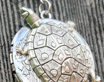 Sea Turtle Locket Necklace Turtle Necklace Turtle Jewelry Steampunk Necklace Best Friends Wedding Bridal Gift Photo Antique Steampunk