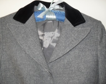 SALE! Vintage 80s Womens Suit, Cropped Jacket with Velvet Collar, Size 4 - SALE 52.50 (reduced from 75.00)