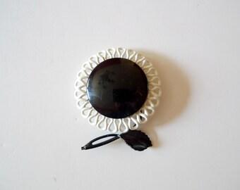 LUNA FLEUR . 1960 vintage black and white flower brooch