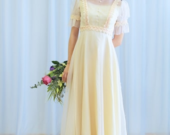 La Lolita - 1970s pale peach wedding dress