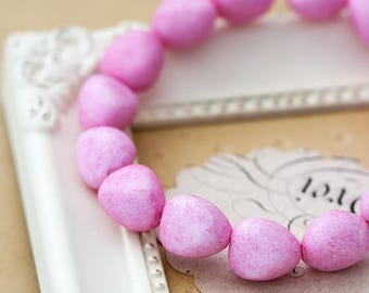 Vintage Lucite Beads White with Pink Sprinkles Lucite Nugget Beads 12x13mm