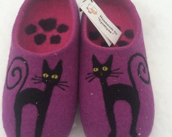 Purple felted cat slippers/ handmade house shoes / ecological felt slippers for woman MADA TO ORDER