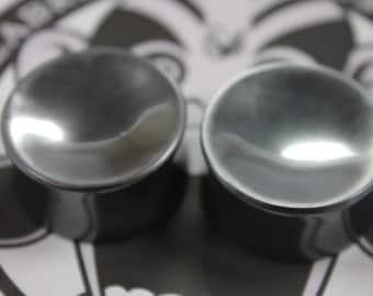 Concave face hematite plugs