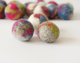 Cat and dog interactive toy. Wool ball. Handmade. Natural sheep wool. Soft and light. Also have more other uses. 5 pieces.