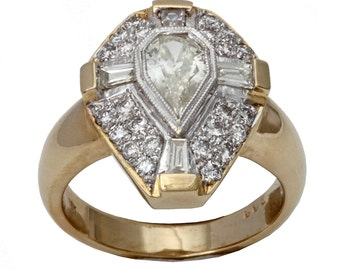 18kt yellow gold bezel set diamond ring with 1.36cts with pave accents