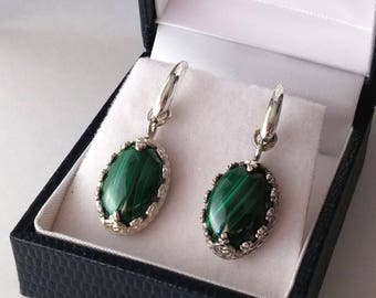 Earrings in 925 silver with malachite 10x14 mm